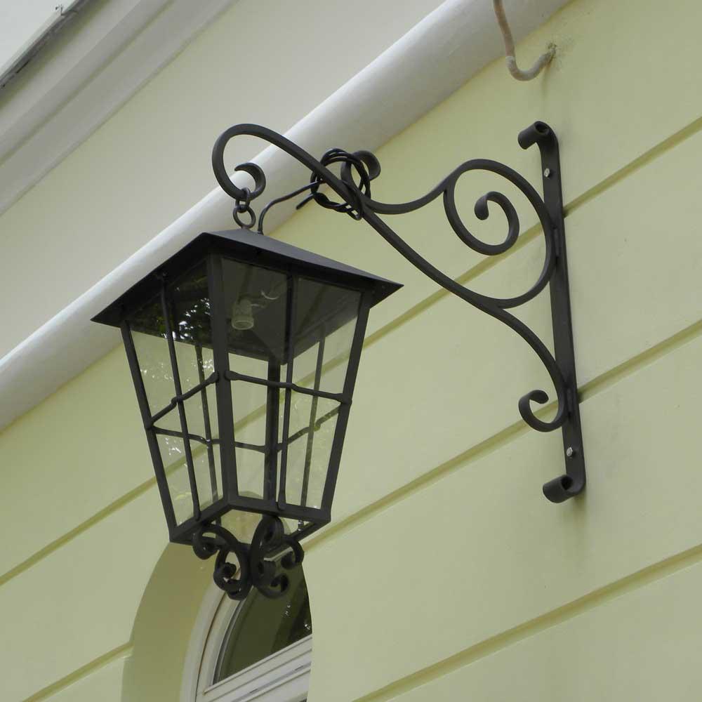 Pozostałe elementy kute - lampy, lustra, meble